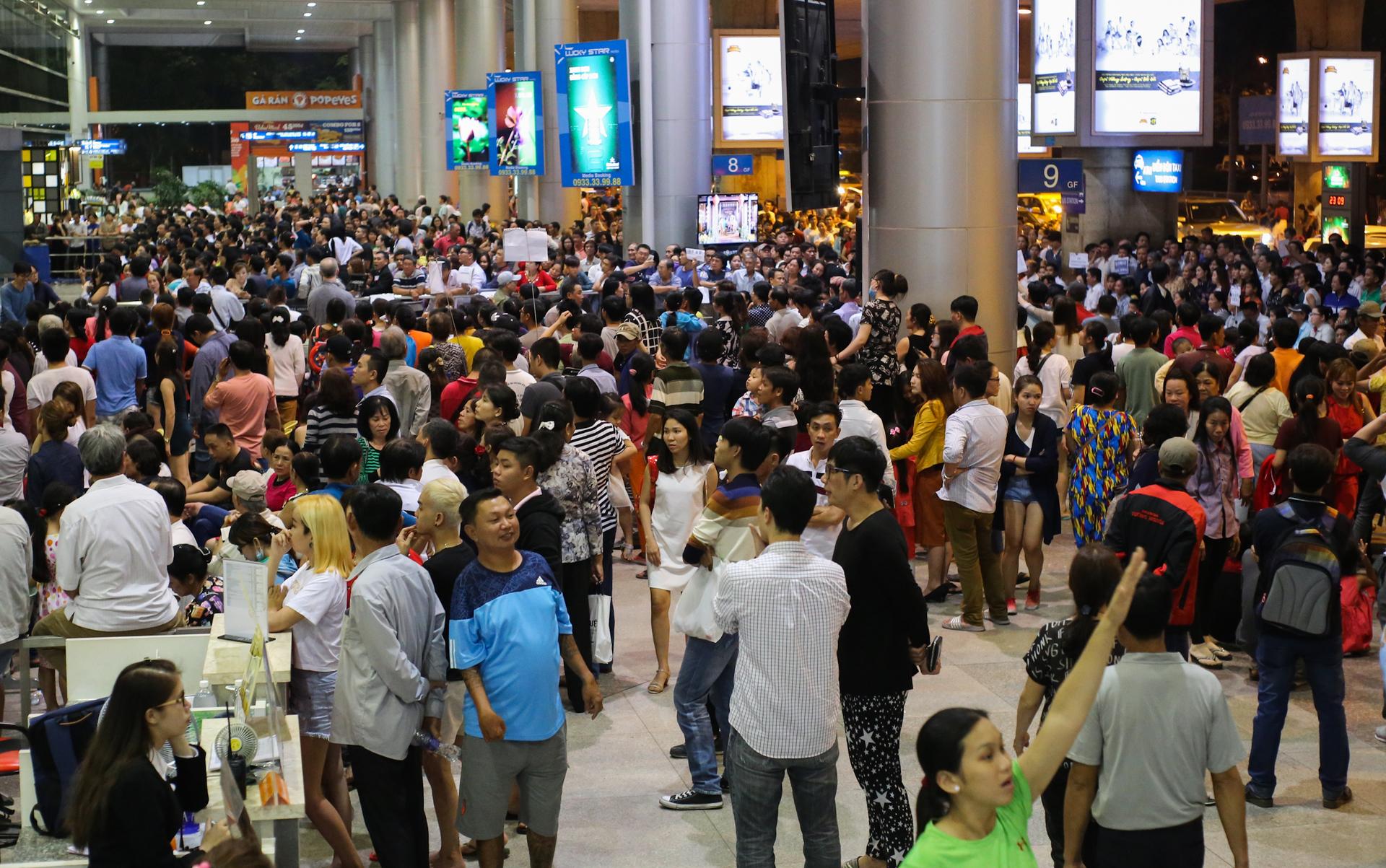 Sân bay Tân Sơn Nhất phục vụ 32 triệu hành khách. Ảnh: Quỳnh Nguyễn.