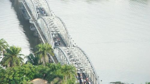 Cây cầu thế kỷ của xứ Huế 16_1508034066_VnEx_banner