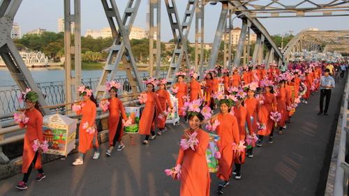 Cây cầu thế kỷ của xứ Huế IMG-7959_1508034373_VnEx_banner
