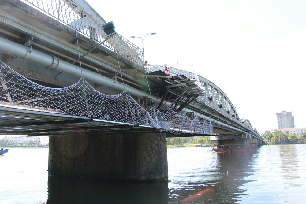 Cây cầu thế kỷ của xứ Huế 11_1508339046_VnEx