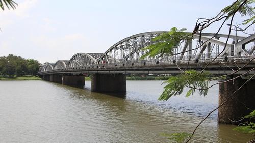 Cây cầu thế kỷ của xứ Huế 16_1508482993_VnEx_banner