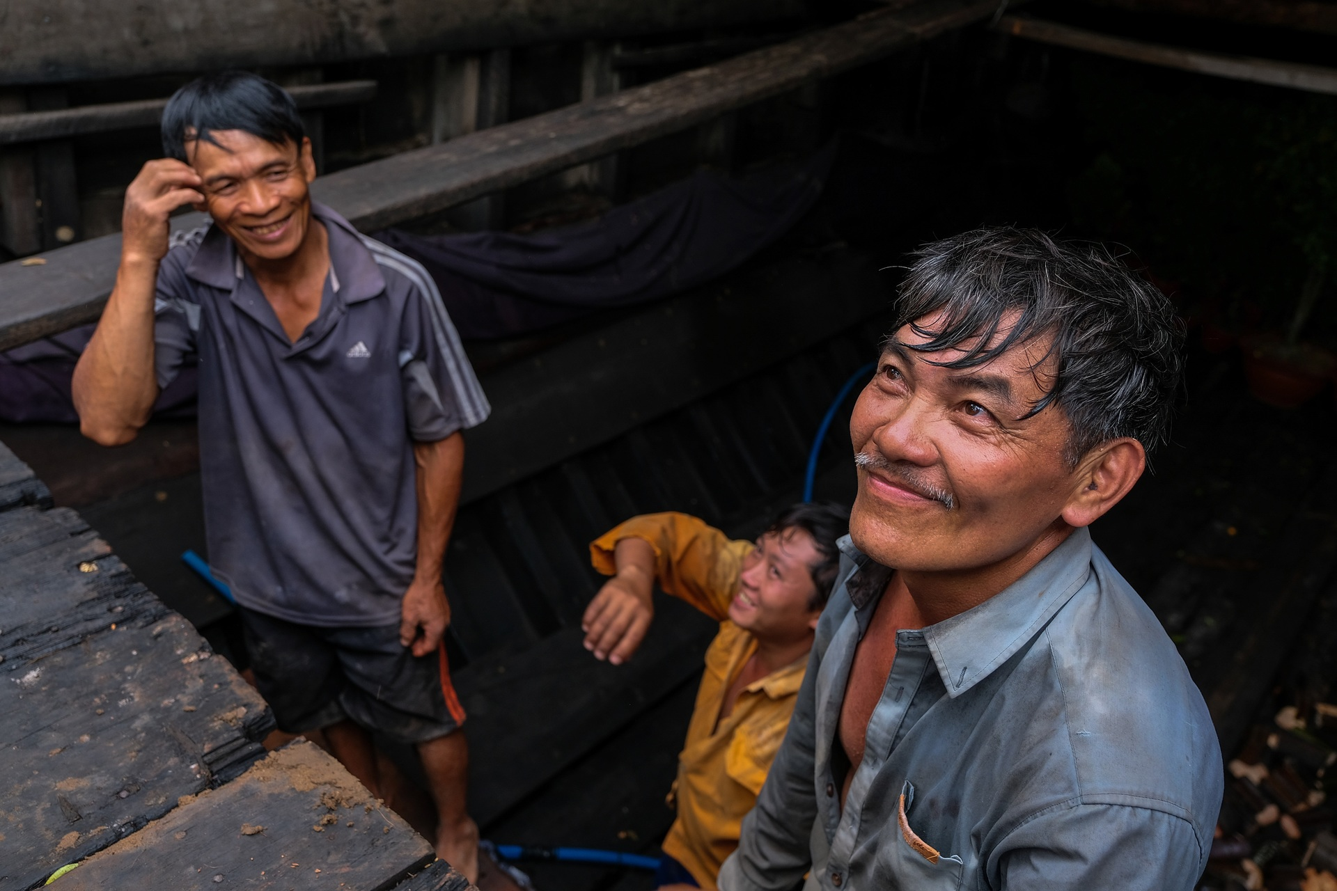 Mekong Delta boat sets sail with lucky trees for Tet - VnExpress