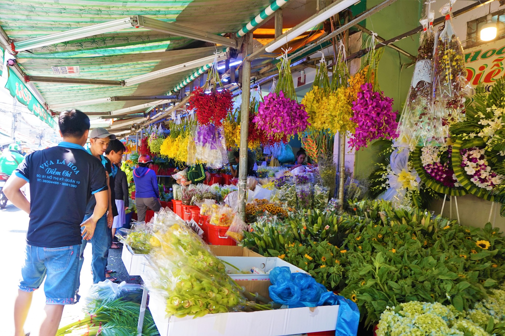 Binh Dong Floating Flower Market.Saigon Wears Its Tet Colors With Typical Flamboyance Vnexpress